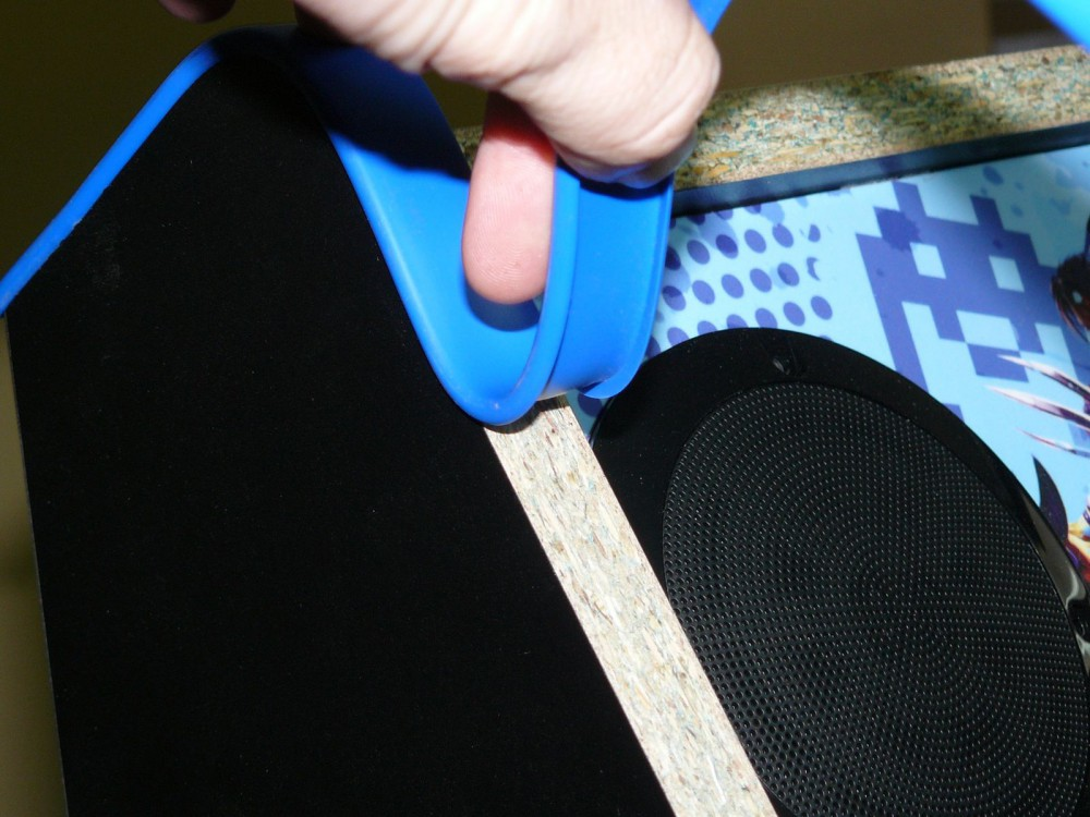 Empieza doblando el umolding de turecre hacia atrás