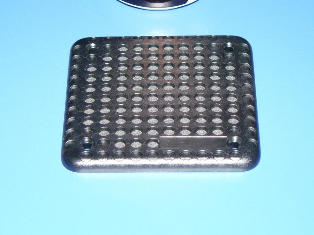 Detalle de la rejilla cuadrada (con recuadro inferior personalizable)