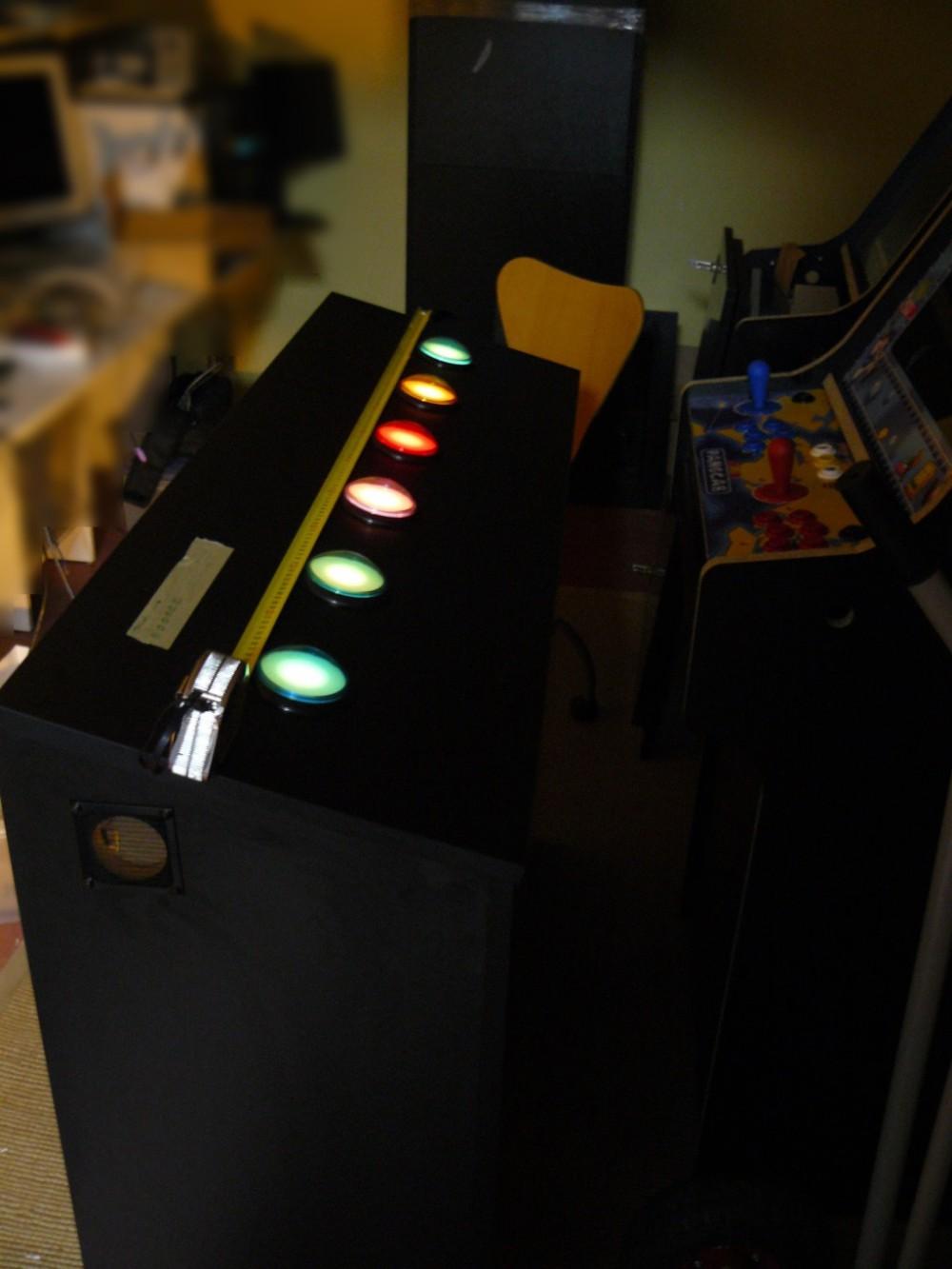 Aspecto de la botonera, iluminación funcionando con poca luz