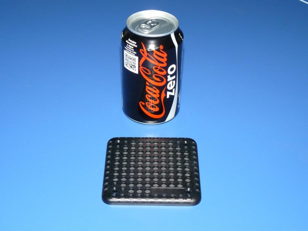 Rejilla cuadrada (con lata como referencia de dimensiones)